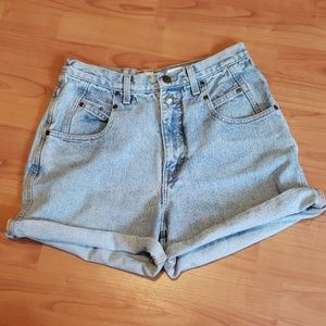 Vintage high waisted light wash denim jean shorts